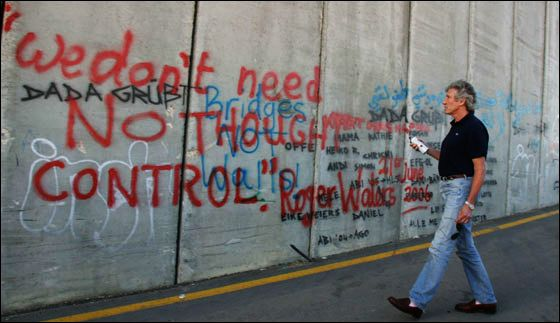 roger_waters_graffitis_the_wall