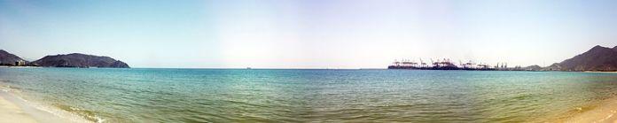 800px-Khor_fokkan_beach_panorama_view