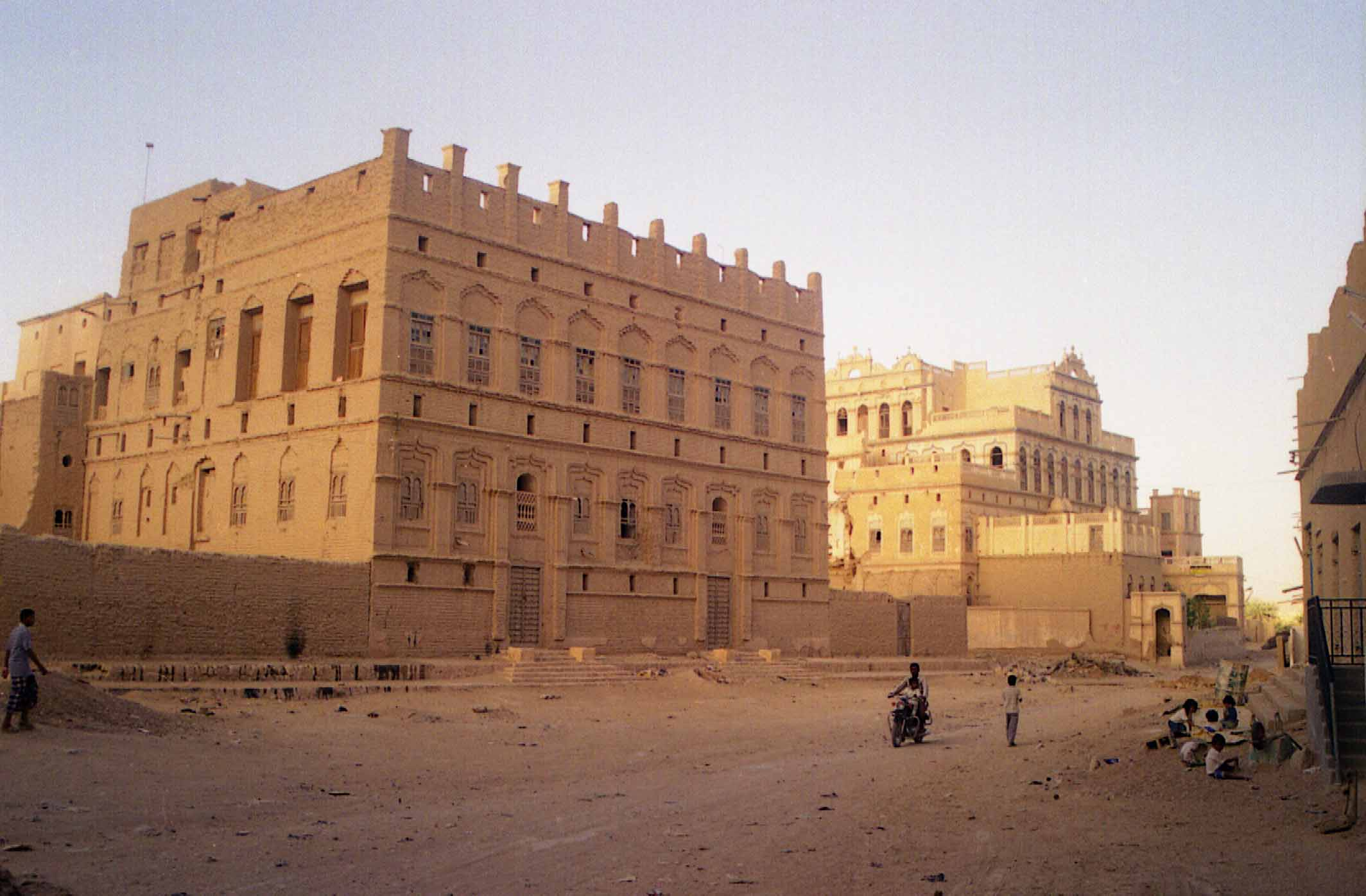 Shibam the mud brick beauty of yemen middle east revised for Architecture yemen