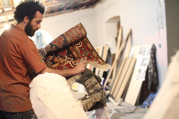 Azerbaijan-carpet-thread-installation5