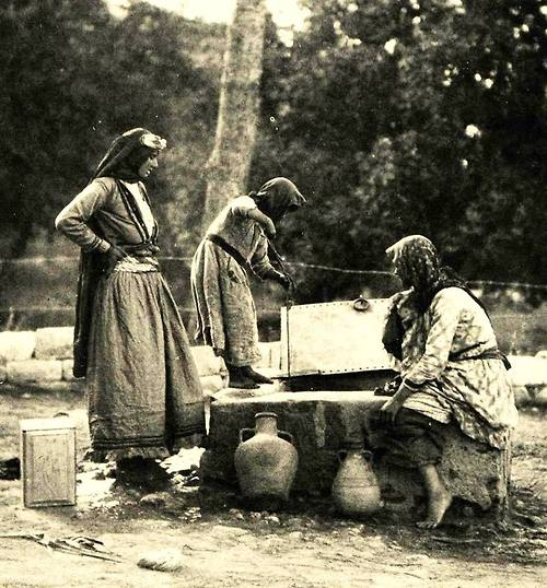 collecting water, 1933