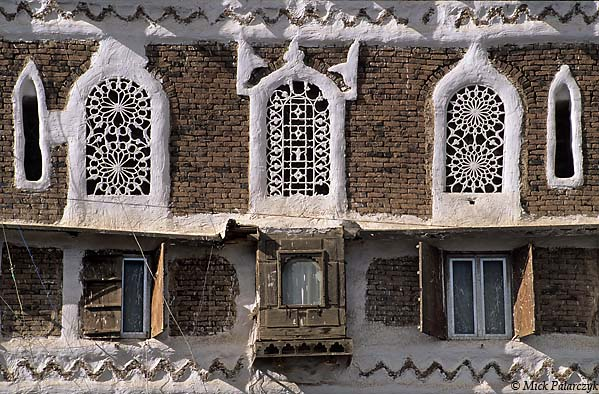 [YEMEN.NORTH 26399] 'Takhrim windows in Sana-2.'
