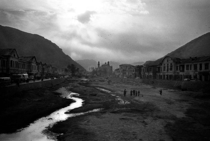 AFGHANISTAN. Kabul. The river. 2001.
