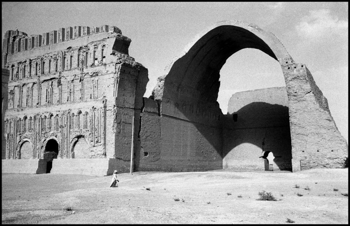 IRAQ. Near Baghdad. 1956. Ruins of the Palace of Ctesiphon.