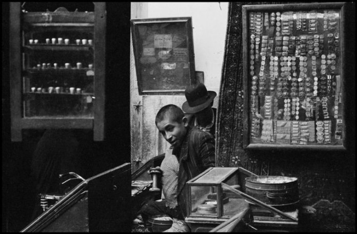 IRAN. Tehran. 1956. In the market. Stalls with old books, gold teeth, samovars, and water pipes.